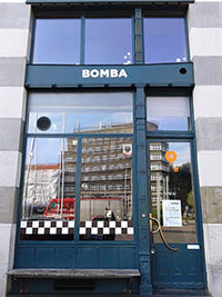 Façade du bar Bomba à Cracovie