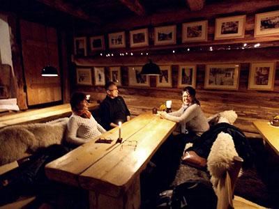 Le restaurant Chata et son cadre rustique et chaleureux