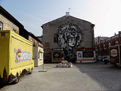Food trucks dans le quartier de Kazimierz à Cracovie en Pologne