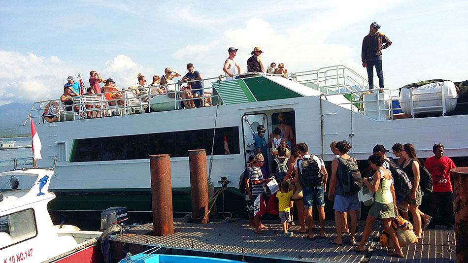 Ferry pour rejoindre les îles Gili au départ de Bali en Indonésie