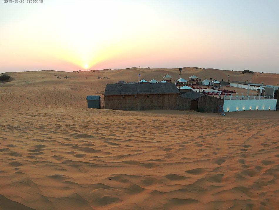 Camp lors d'un safari dans le désert de Dubaï aux Emirats Arabes Unis