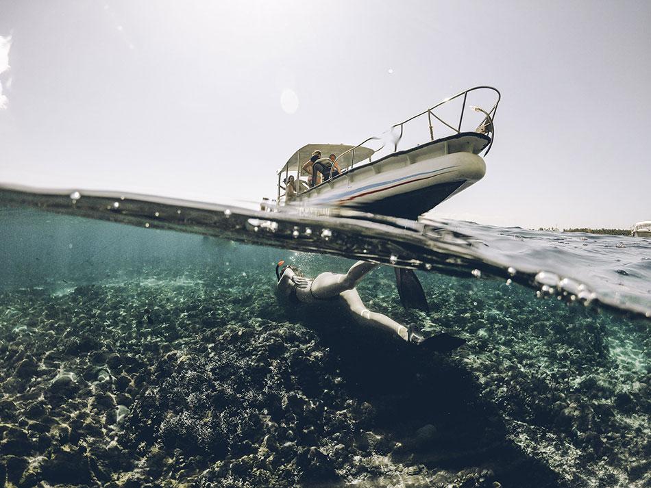 Faire de la plongée palmes masque et tuba aux îles Gili en Indonésie