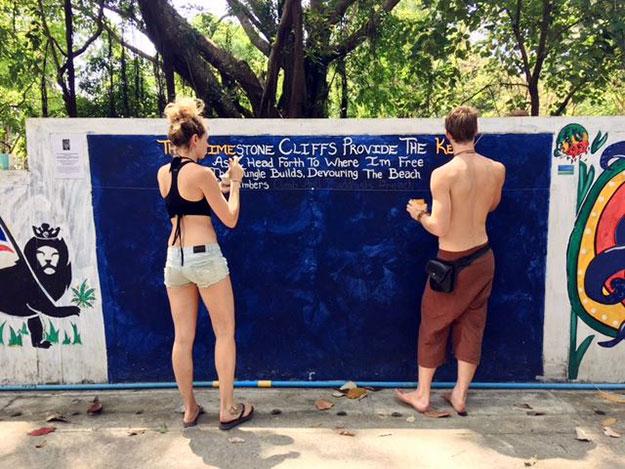 Peinture murale à Tonsai beach en Thaïlande