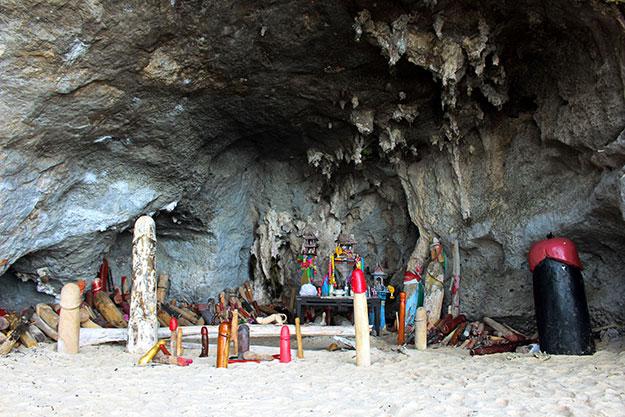 La grotte de la princesse à Phra Nang apporte fertilité.