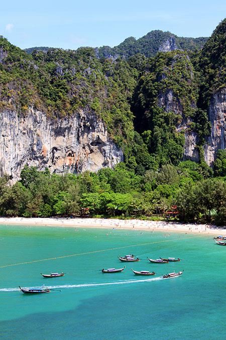 Vue du bout de la grotte à Phra Nang en Thaïlande