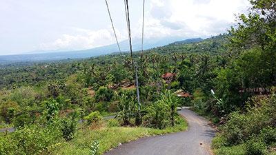La route entre la littoral Nord et le Mont Batur est réservée aux motards expérimentés.