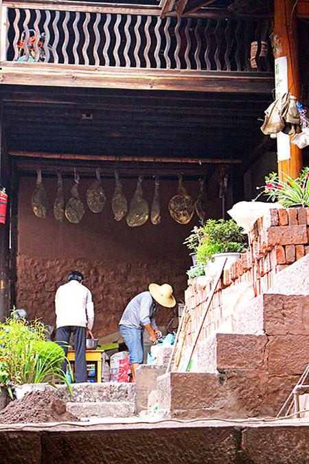 Le jambon de Nuodeng est réputé dans toute la Chine.