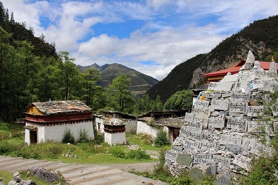 Autour du monastère de Chong Gu à Yading en Chine