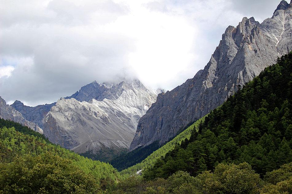 Paysage naturel à Yading dans la région du Sichuan en Chine