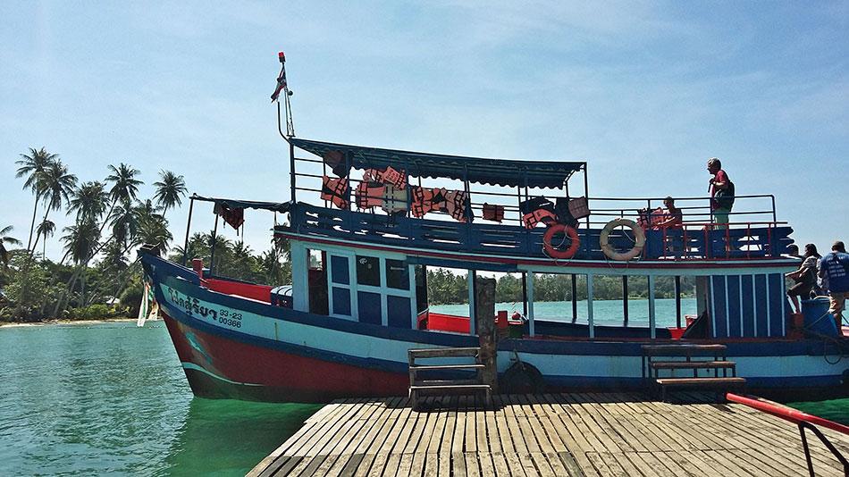 Le bateau en bois fait la navette entre Koh Mak et Koh Chang en 2 bonnes heures.