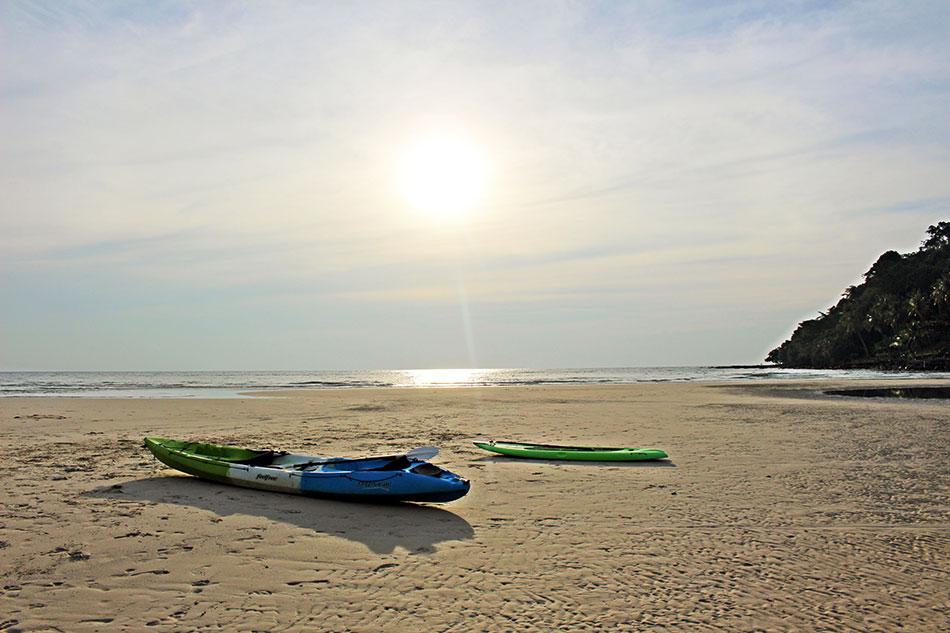 Parmi les activités possibles à faire sur l'île de Koh Kood, il y a le kayak.