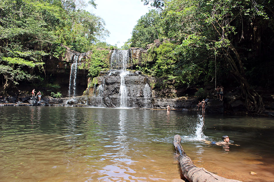 Les chutes d'eau de Klong Chao sont idéales pour se baigner à l'ombre des arbres à Koh Kood.