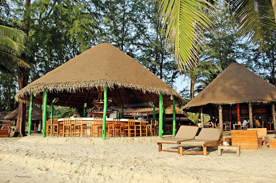 Le resort Peter Pan a son bar situé pile-poil face au coucher de soleil. Un des meilleurs endroits de Koh Kood pour profiter de la vue.