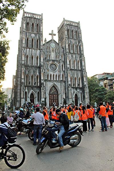 Une visite à ne pas rater à Hanoï? La cathédrale Saint Joseph.