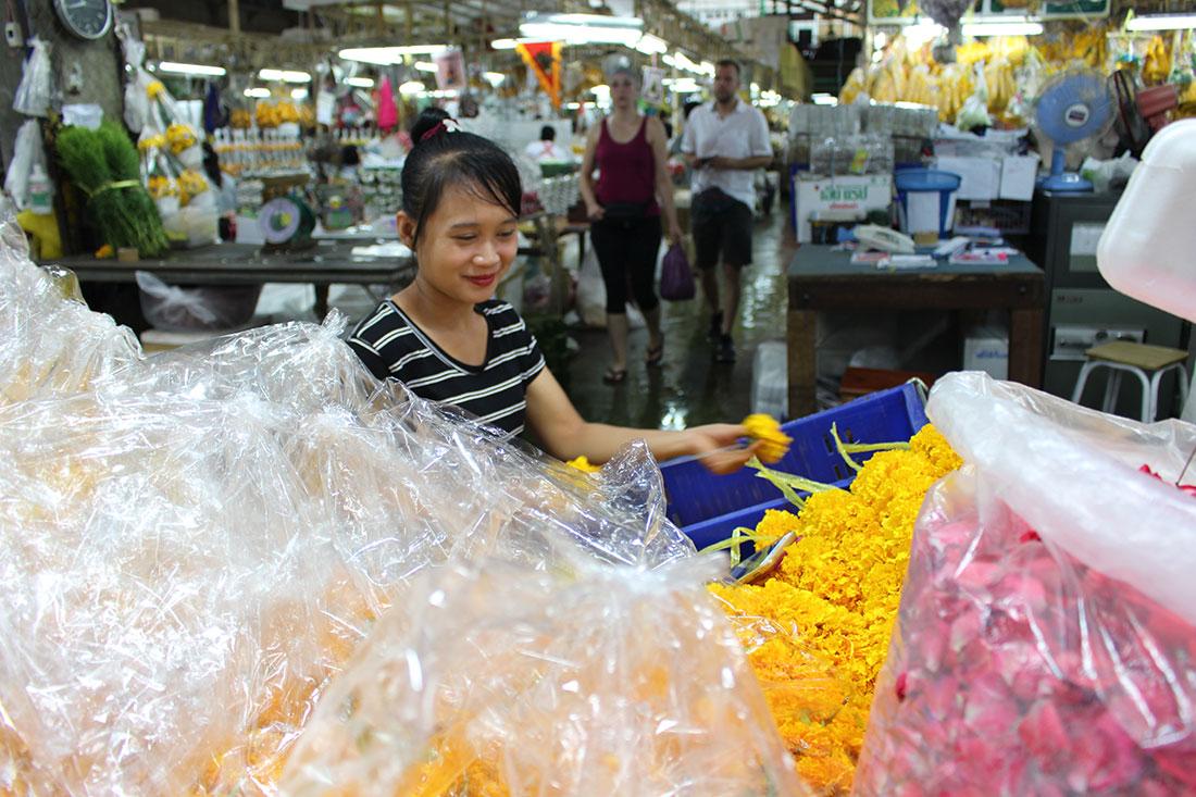 Parmi les choses à ne pas rater à Bangkok: le marché aux fleurs.