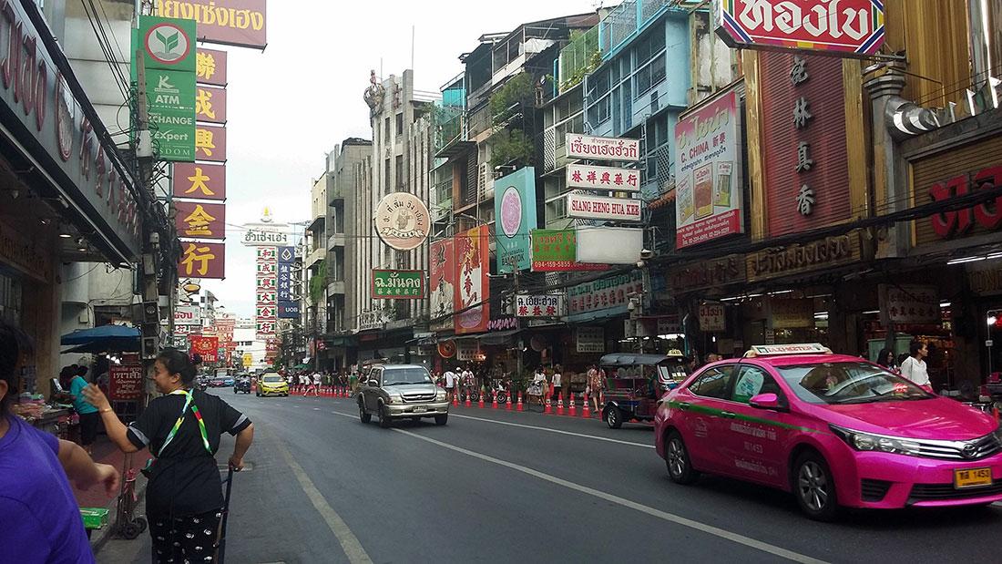 Que faire à Bangkok? Visitez le quartier de Chinatown entre autres.