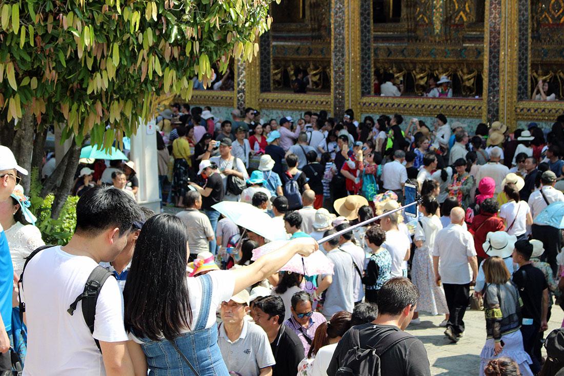 Foule au Palais Royal à Bangkok