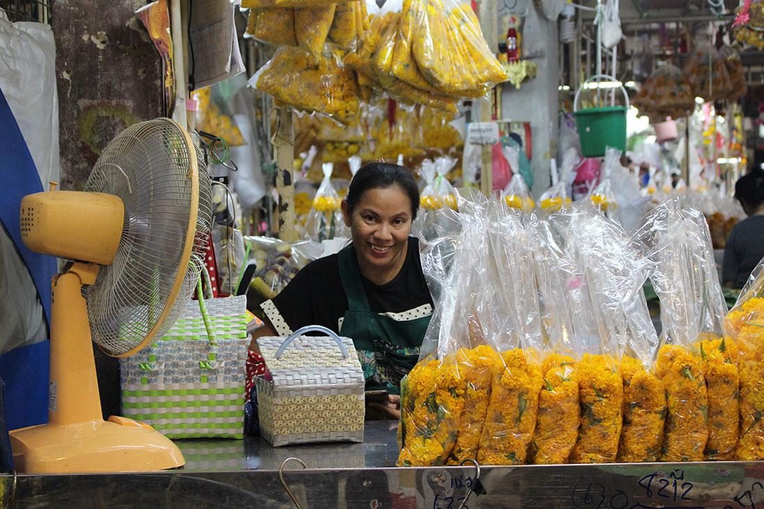 Que faire à Bangkok? Visiter le marché aux fleurs entre autres.