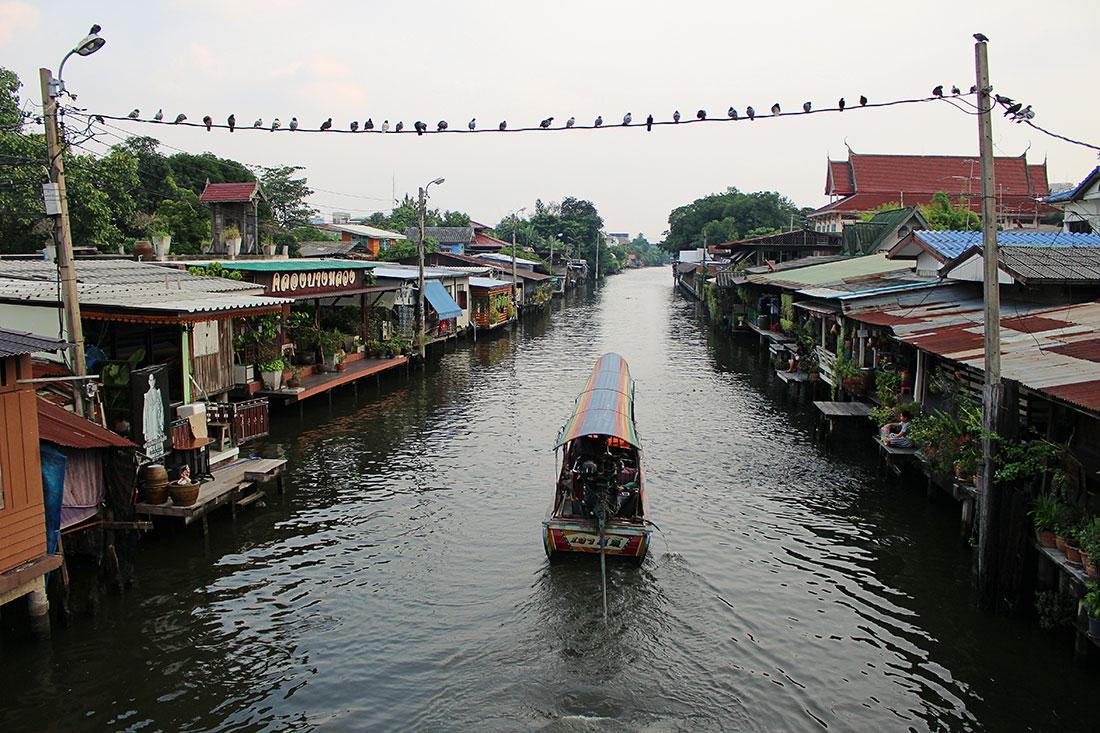 Que faire à Bangkok? Visiter un marché flottant entre autres.