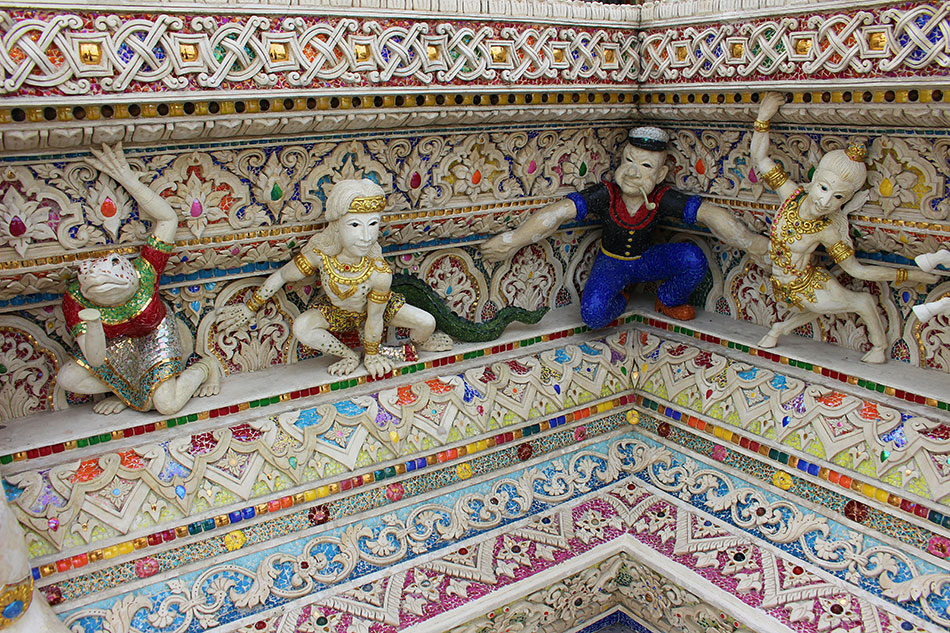Dans le temple de David Beckham à Bangkok, on trouve plein d'idoles dont Popeye.