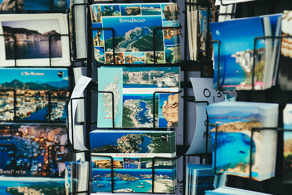 Merci Facteur est un site permettant d'envoyer des cartes postales personnalisées et des recommandés.